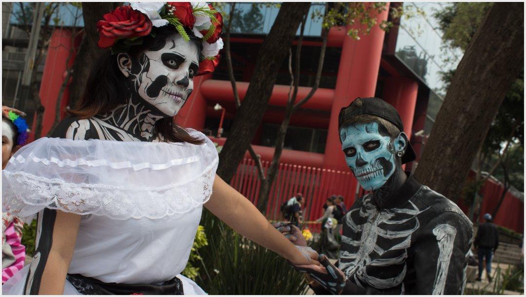 Foto: Turistas extranjeros también se sumaron a la Mega Procesión de Catrinas, 26 de octubre de 2019 (MAGDALENA MONTIEL /CUARTOSCURO.COM)