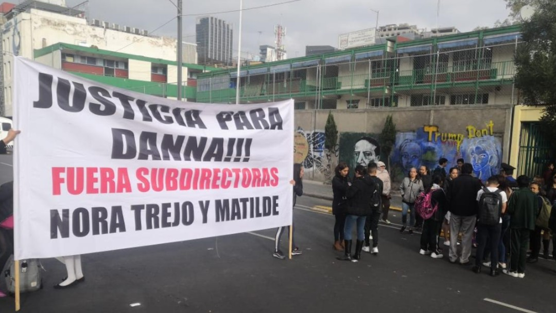 Foto: Padres de familia protestan en secundaria, 3 de octubre de 2019, Ciudad de México