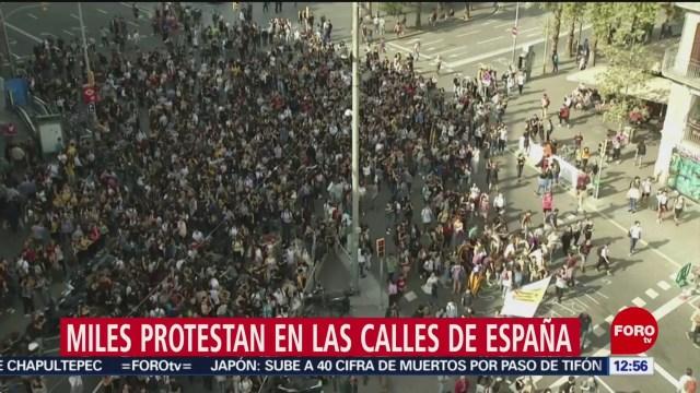 Reportan enfrentamientos de policías y manifestantes en Barcelona