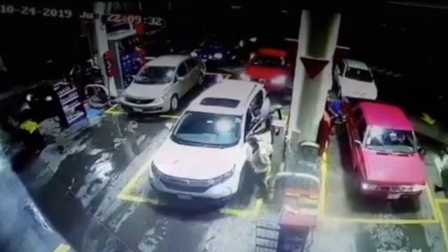 robo de camioneta en gasolinera de cdmx (1)