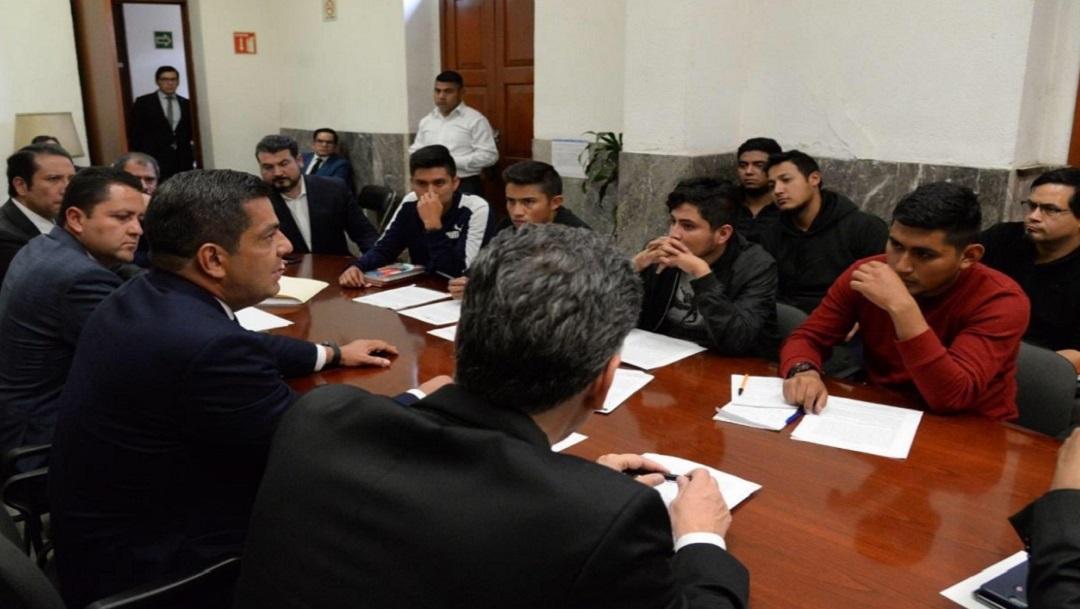 Gobierno y normalistas de Tenería logran acuerdos y liberan 92 autobuses