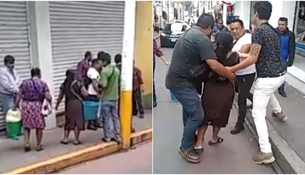 Foto: servidores publicos golpean indigenas en puebla