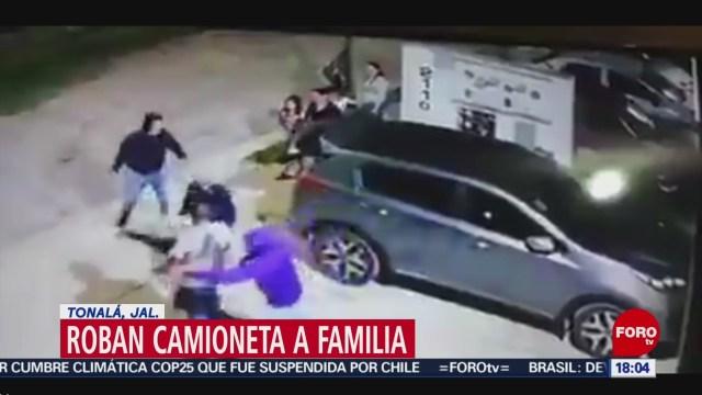 FOTO: Video Sujetos armados roban camioneta familiar Tonalá Jalisco