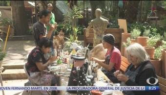 Taller de cartonería en CDMX se prepara para Día de Muertos