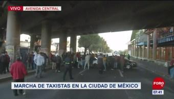 Taxistas bloquean Avenida Central a la altura del Metro Nezahualcóyotl