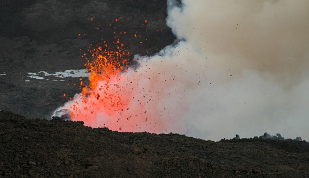 Foto: Se ha abierto una nueva fractura eruptiva en el cráter sureste de Etna con flujo de lava, 18 octubre 2019