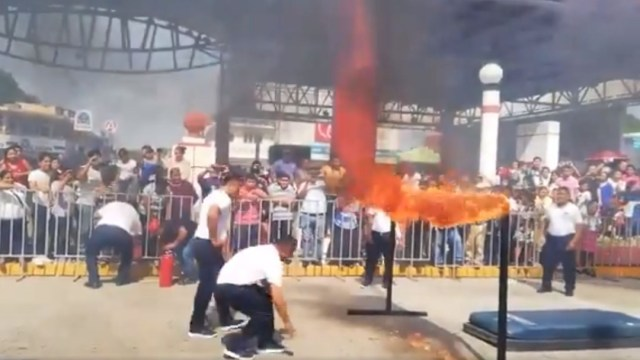 Foto: Policía en Tabasco se quema por acrobacia fallida, 15 de noviembre de 2019 (Captura de video)