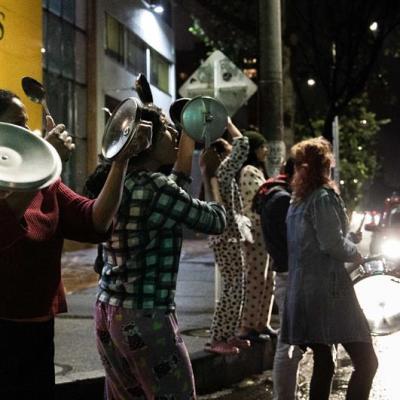 'Cacerolazo' nocturno prolonga protestas en Colombia contra el Gobierno