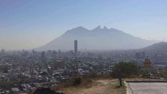 Foto: Emiten alerta ambiental en Nuevo León por calidad del aire, 30 de noviembre de 2019, (Twitter @OliverioTs)