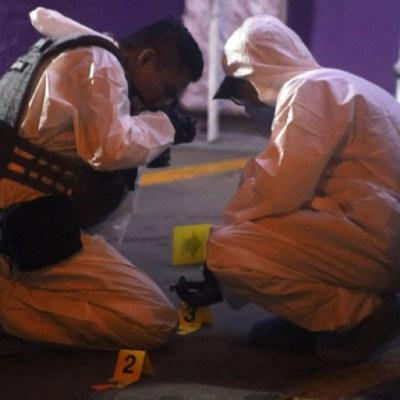 Foto: Peritos trabajan en la zona del homicidio, 30 noviembre 2019