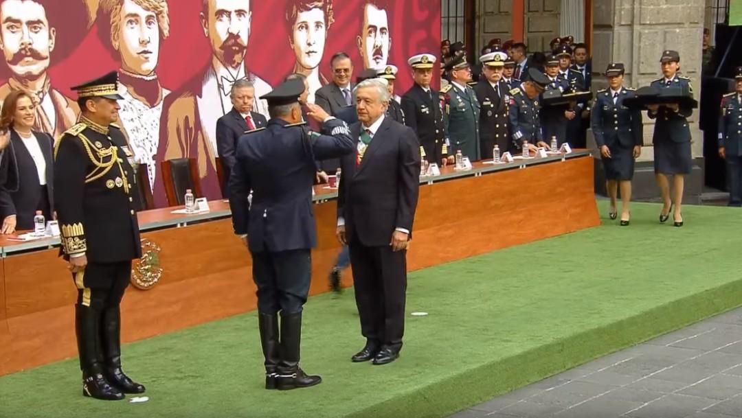 AMLO entrega condecoraciones a las Fuerzas Armadas