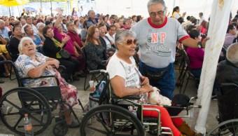 Foto: Anuncia AMLO iniciativa para incluir pensiones y becas en Constitución
