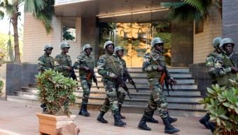 Foto: La violencia del ataque fue tal que los soldados evacuaron el cuartel, que quedó a merced de los asaltantes, 1 de noviembre de 2019 (AP, archivo)
