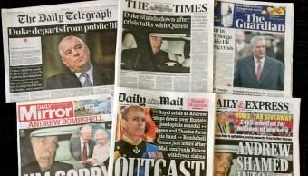 Foto: Los periódicos en Inglaterra tras un nuevo escándalo en la corona británica, 21 de noviembre de 2019 (AP)