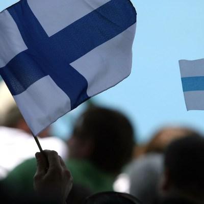 Finlandia le paga a parejas que quieran tener hijos en ese país