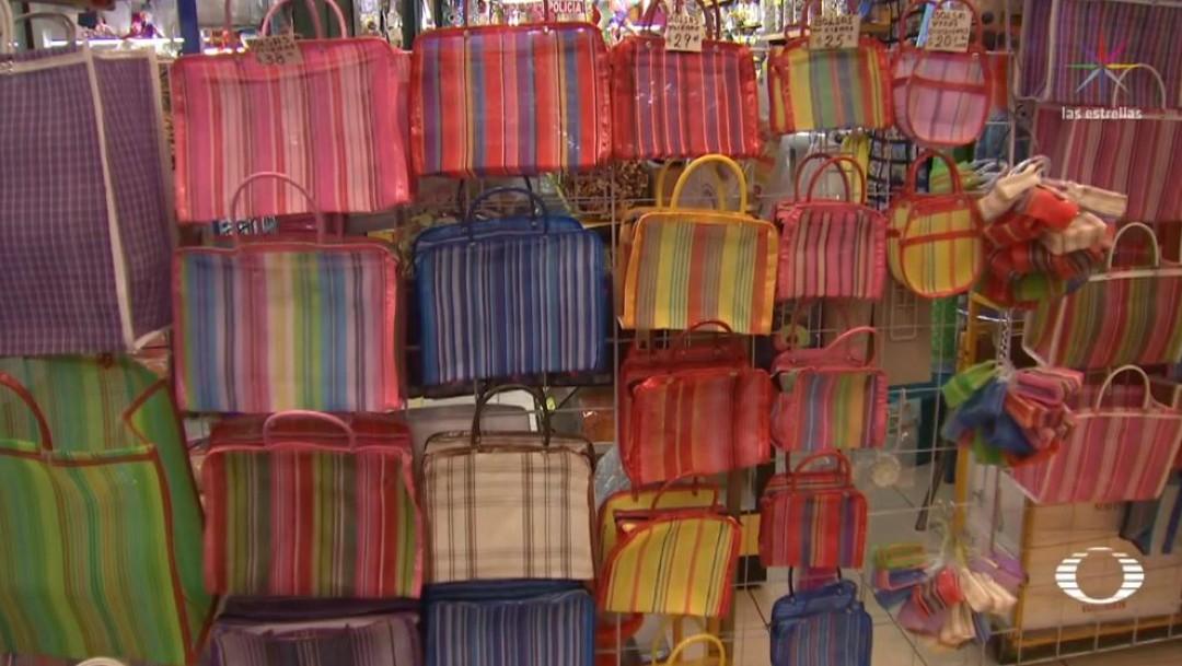 Foto: De acuerdo con organizaciones ambientalistas en México, cada familia, en promedio, desecha 650 bolsas de plástico al año