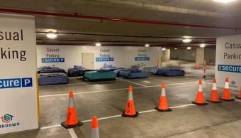 Foto Estacionamiento pone camas por las noches para los indigentes 15 noviembre 2019