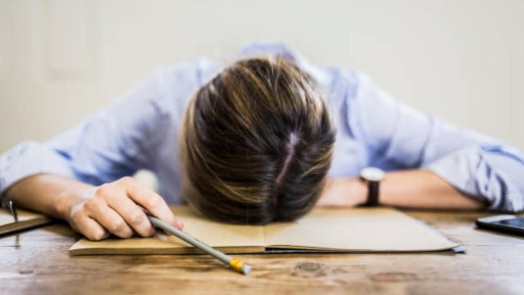 Imagen: Esta enfermedad se presenta en personas que tienen cansancio intenso que no desaparece durante seis meses o más y provoca que disminuyan 50 por ciento el rendimiento en sus labores habituales