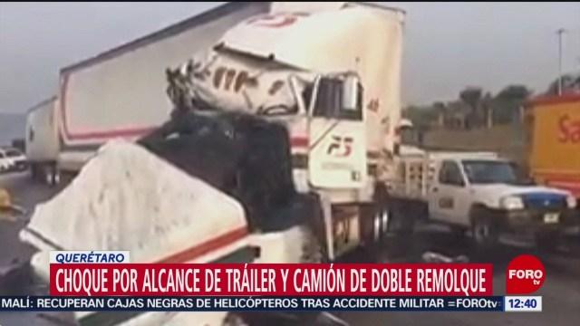 Choca tráiler con camión de doble remolque en la México-Querétaro