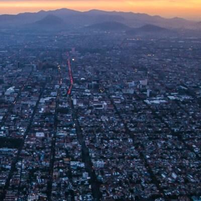 Domingo con cielo parcialmente nublado en Valle de México