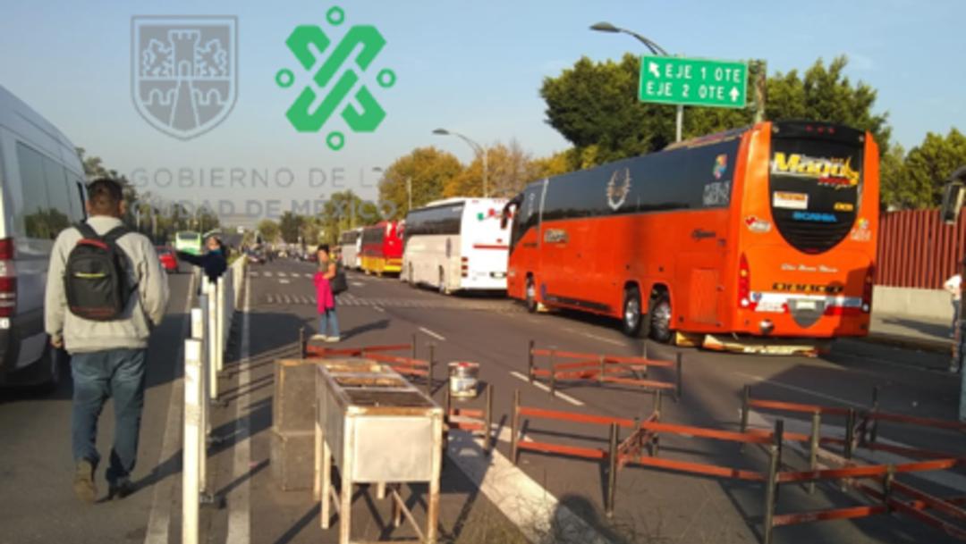 Foto: Los manifestantes mantienen bloqueados los accesos de la calle de Zapata del Palacio Legislativo de San Lázaro, y se prevé la llegada de más contingentes, 11 de noviembre de 2019 (Noticieros Televisa)