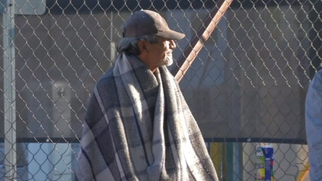 Foto: Las autoridades de Protección Civil recomiendan a la población no prender llantas ni fogatas para mitigar el frío pues se pueden registrar conatos de incendios, 23 de noviembre de 2019 (Noticieros Televisa)