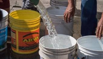 Imagen: La falta de agua también afecta la zona turística, donde algunos hoteles han tenido que comprar pipas para atender sus necesidades