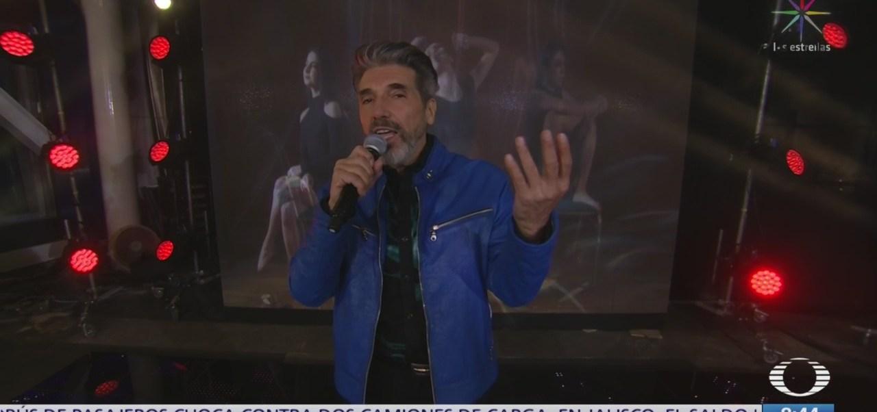 Diego Verdager en el estudio de Al Aire, interpreta 'Volare'