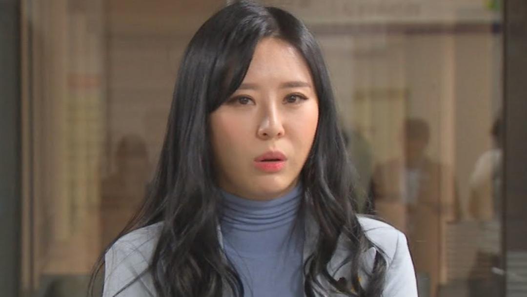 Imagen: El caso de la artista Jang Ja-yeon, deja al descubierto la situación general de la mujer en una sociedad tan conservadora y tradicionalista, 25 de noviembre de 2019 (Twitter @allkpop)