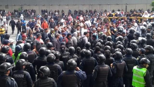 Foto: Policías federales se enfrentan con oficiales capitalinos frente al Aeropuerto Internacional de la CDMX, el 12 de noviembre de 2019 (Samuel Servín)