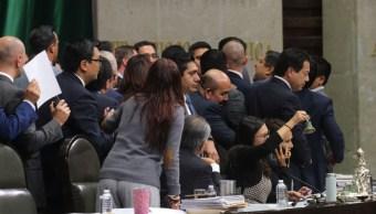 Foto: Panistas y morenistas discuten en la Cámara de Diputados. Cuartoscuro
