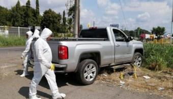 Las víctimas viajaban en una camioneta gris cuando hombres armados los atacaron