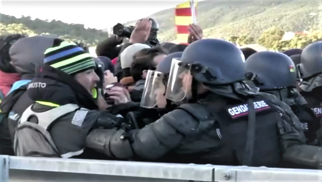 Desalojan a manifestantes de Tsunami Democràtic de la frontera entre Francia y España