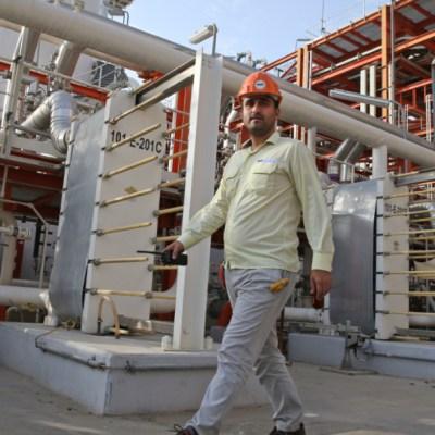 Racionan e incrementan el precio de la gasolina en Irán