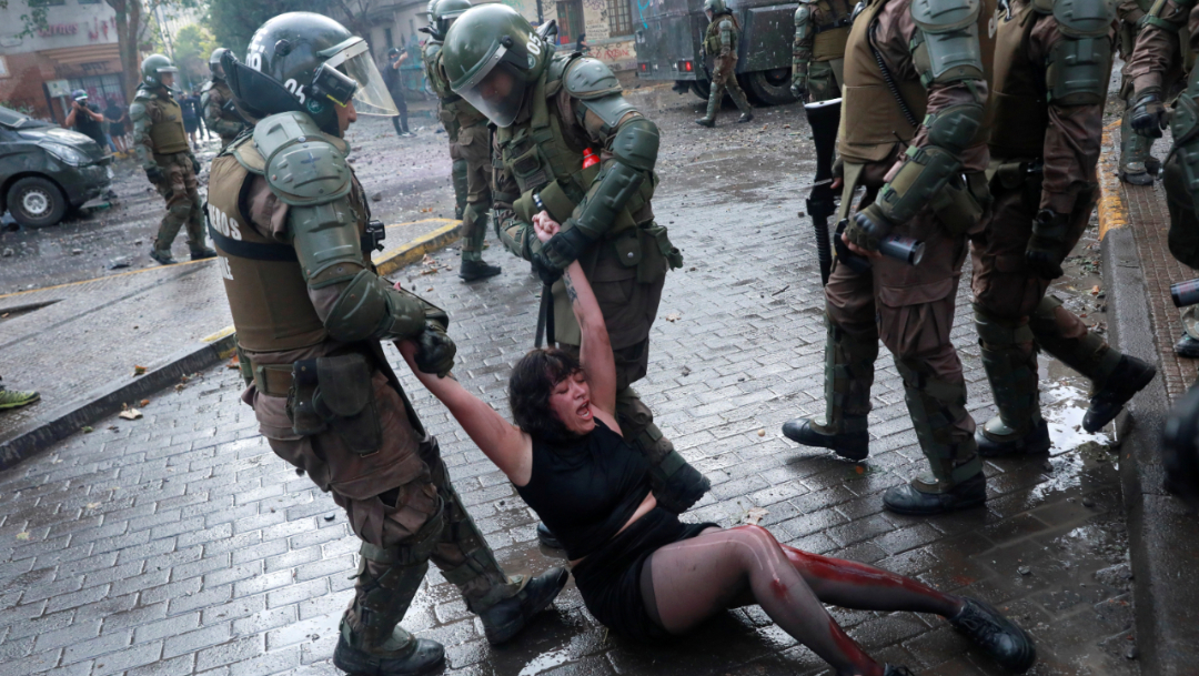Imagen: Grupos de derechos humanos acusan un uso excesivo de la fuerza por parte de los cuerpos uniformados, 19 de noviembre de 2019 (Reuters)