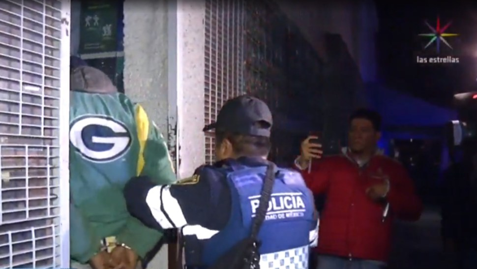 FOTO Guardia Nacional detiene a 7 hombres con armas y combustible en galones (Noticieros Televisa)