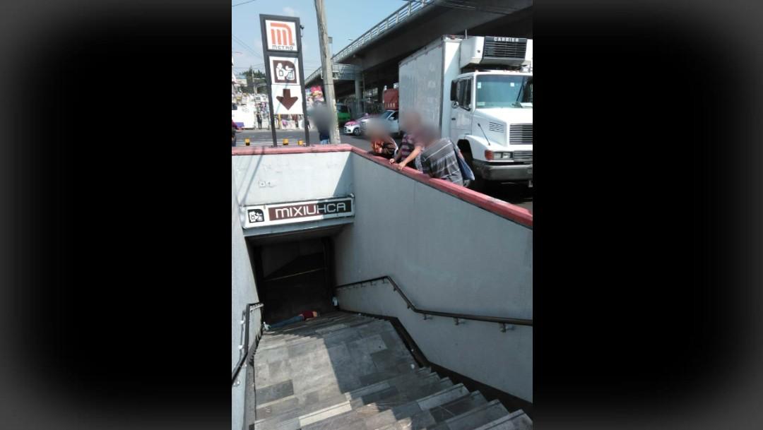 Hallan a hombre muerto en las escaleras del Metro Mixhuca.