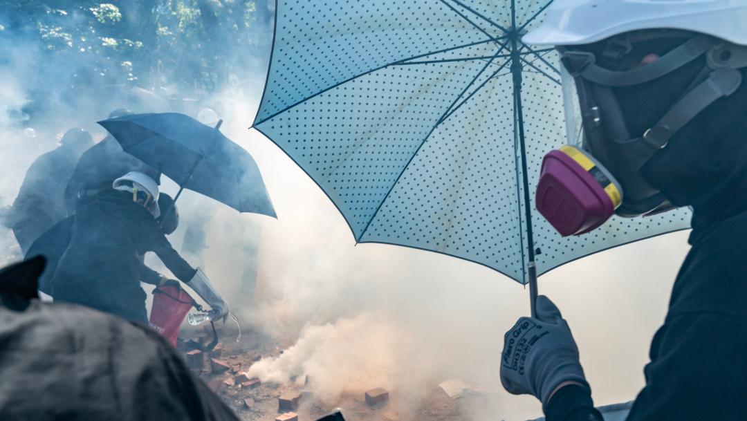 FOTO Policía de Hong Kong amenaza con uso de munición real contra manifestantes (Getty Images)
