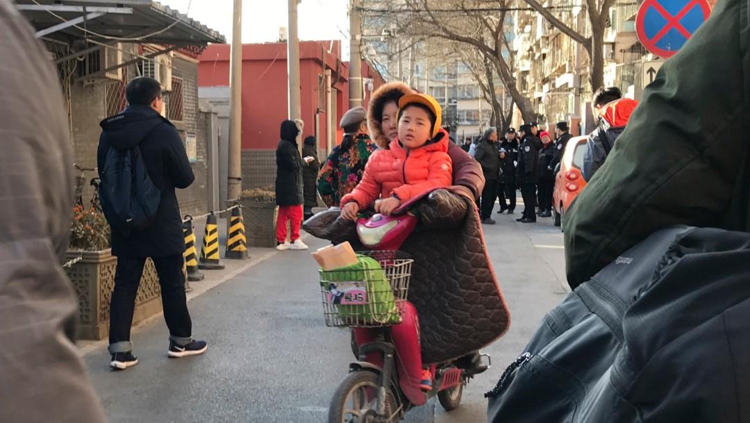 IMAGEN Hombre ataca a 51 niños con químico corrosivo en kínder de China