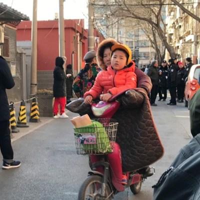 Hombre ataca a 51 niños con químico corrosivo en kínder de China