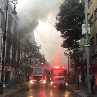 Incendio en Centro Histórico CDMX provoca desalojo de 150 personas