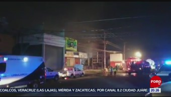 Incendio consume bodegas en Central de Abasto de Puebla
