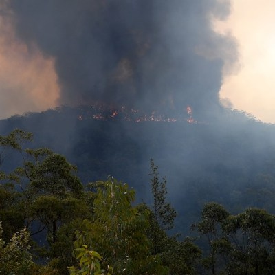 Helicóptero se estrella en Australia en medio de emergencia por incendio