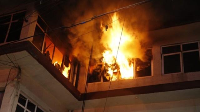 Foto: En la colonia Gabriel se registró otro incendio, donde se reportó la muerte de un hombre de 32 años aproximadamente, 27 de noviembre de 2019 (Twitter @Vulcano_Oficial)