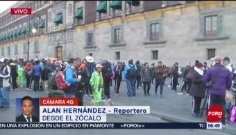 Integrantes de sindicatos protestan en Palacio Nacional en CDMX