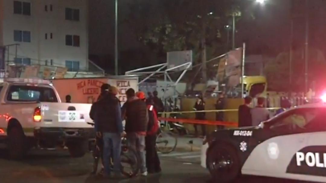 FOTO Lo atropellan mientras cenaba tacos en la calle (Noticieros Televisa)
