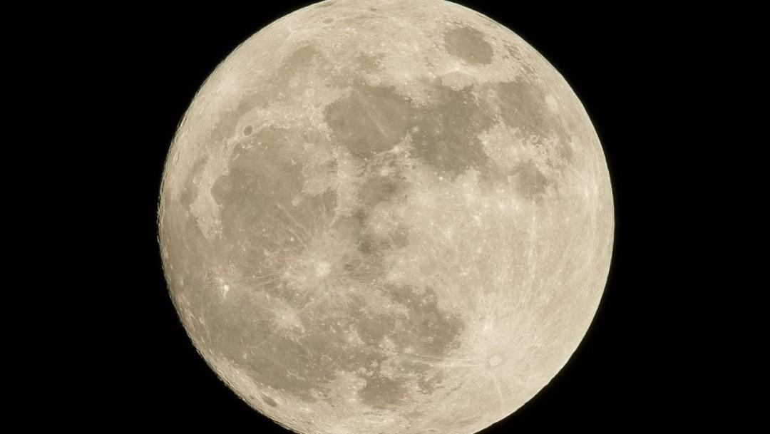 Imagen: Científicos de la UNAM explican que la Luna se aleja de la Tierra cada año, el 21 de noviembre de 2019 (Pixabay)