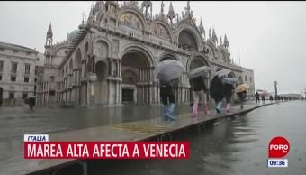 Marea alta afecta sitios turísticos de Venecia