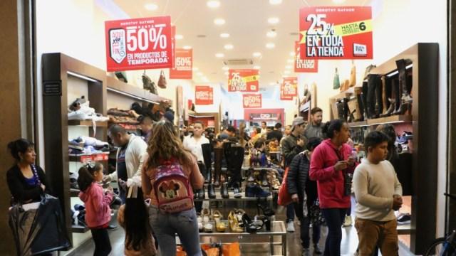 Mexicanos aprovechan el último día del Buen Fin