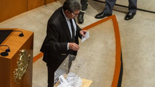 FOTO Monreal rechaza haber emitido voto doble a favor de Rosario Piedra